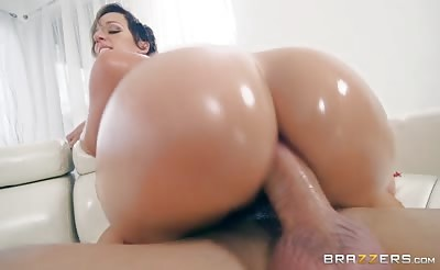 Jada Stevens oiled hot ass gets banged