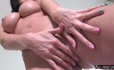 Cindy Dollar Solo toying her sexy pussy
