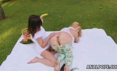 Alysa and Isabella Clark gaping asshole play