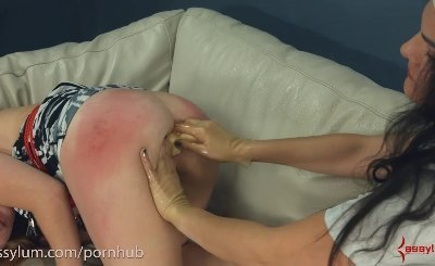 Amateur gets rough anal from sadistic doctor and nurse with giant strapon