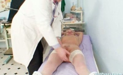 Blond granny multiple squirting during a gyno checkup