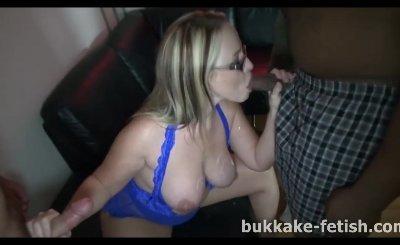 Blonde slut bukkake blowbang