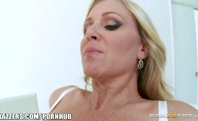 Brazzers - Blonde milf Julia Ann takes young cock