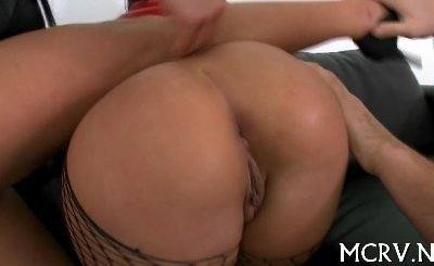 Curvy lady gets her pussy drilled