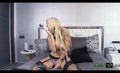 Freaky Blonde Blondie Fesser Blowing Dick