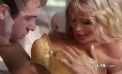 Gorgeous blonde babe Heather Starlet lets her lover cum inside her pussy