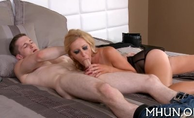Gorgeous MILF loves hard fuck