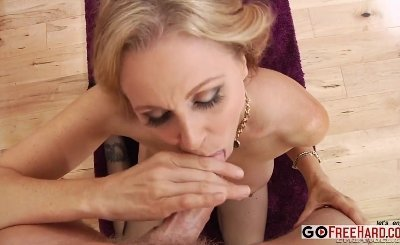 Mark Wood, Julia Ann - MILFs Suck