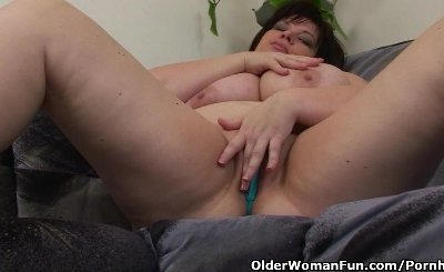 Mature BBW With Big Tits Masturbates With Vibrator