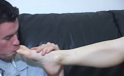 Man worships mistress' feet in exchange of a footjob session