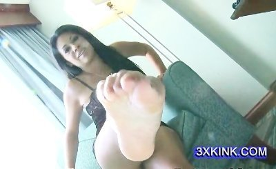 very sexy feet for cumming on